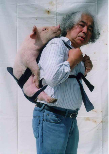 Tatsumi Orimoto:Carrying a baby pig on my back