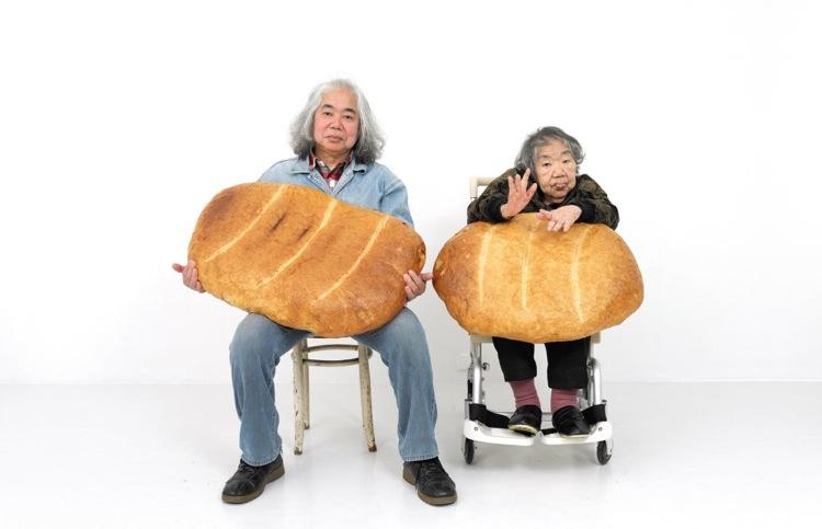 liste2017_Tatsumi-Orimoto-Art-Mama-Son-with-Big-Bread-2012