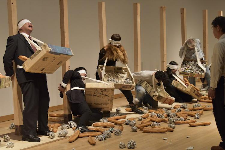 Document, 折元 立身 パフォーマンス:26人のパン人間の処刑 川崎市岡本太郎美術館 2017