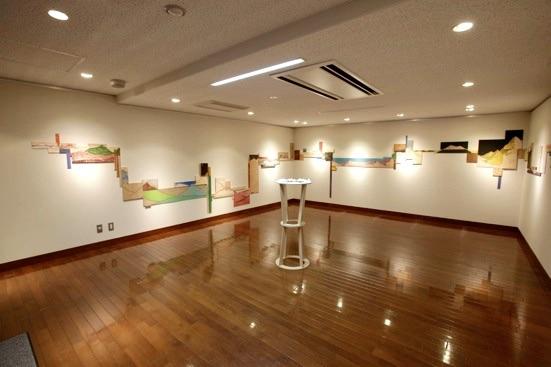 Installation view, 五月女 哲平:猫と土星(小山市立車屋美術館)